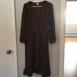 NWT Old navy dress. elastic slerves and waistline